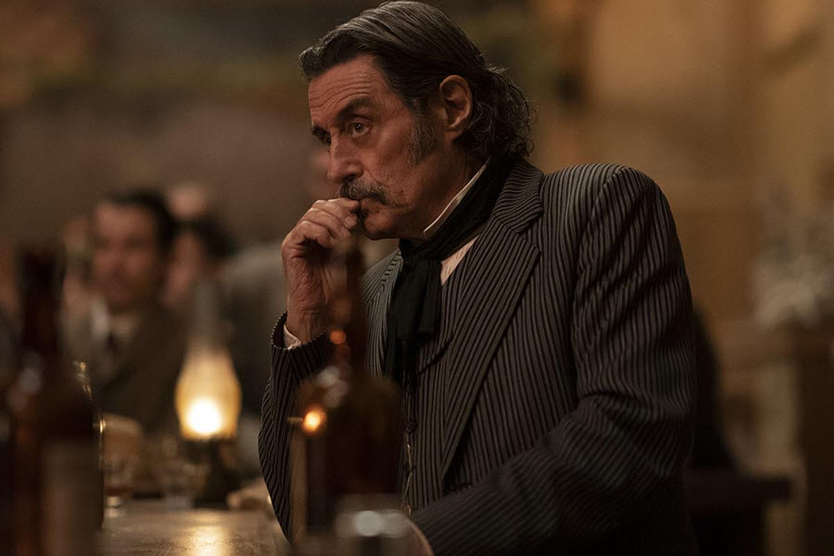 HBOko telesailak istorioa utzi zuen puntutik hamar bat urte pasatu dira filmean ere, baina pertsonaia nagusiek hortxe jarraituko dute. ©HBO
