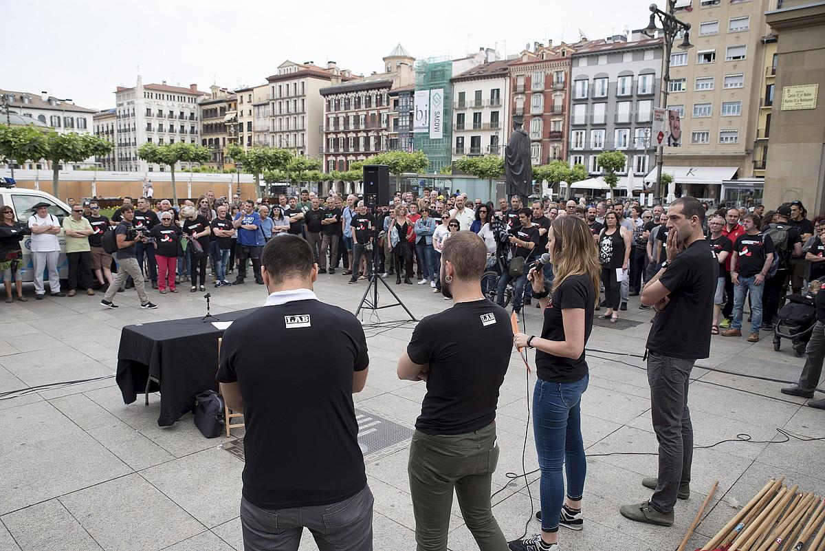 LAB sindikatuko kideak, atzo, Iruñean. ©IÑIGO URIZ / FOKU