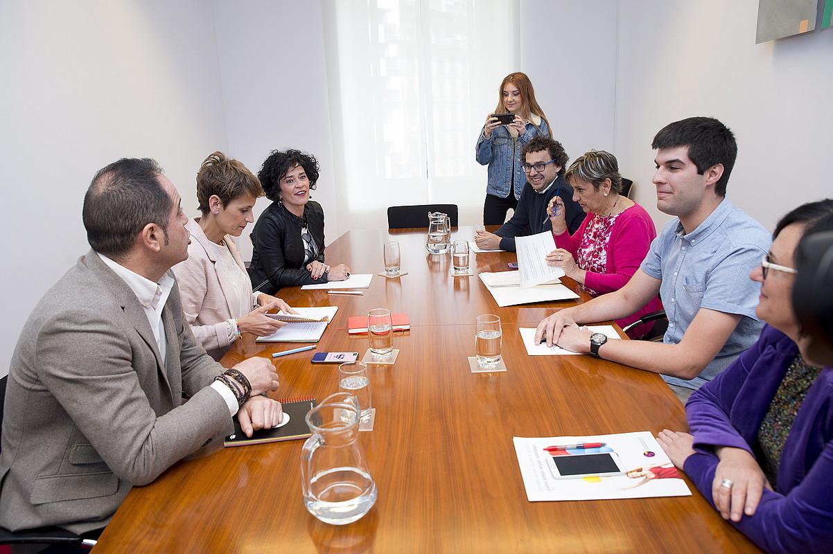 PSNko eta Ezkerrako ordezkarien arteko bilera, atzo, Nafarroako Parlamentuan. ©IÑIGO URIZ/ FOKU