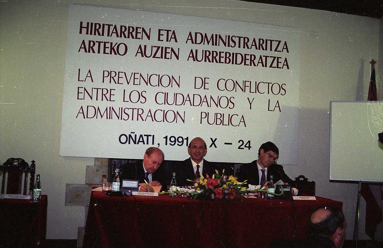 <b>Juan San Martin. </b>Arartekoak antolatutako lehenengo topaketa, 1991n, Oñatin. ©EUSKO LEGEBILTZARRA
