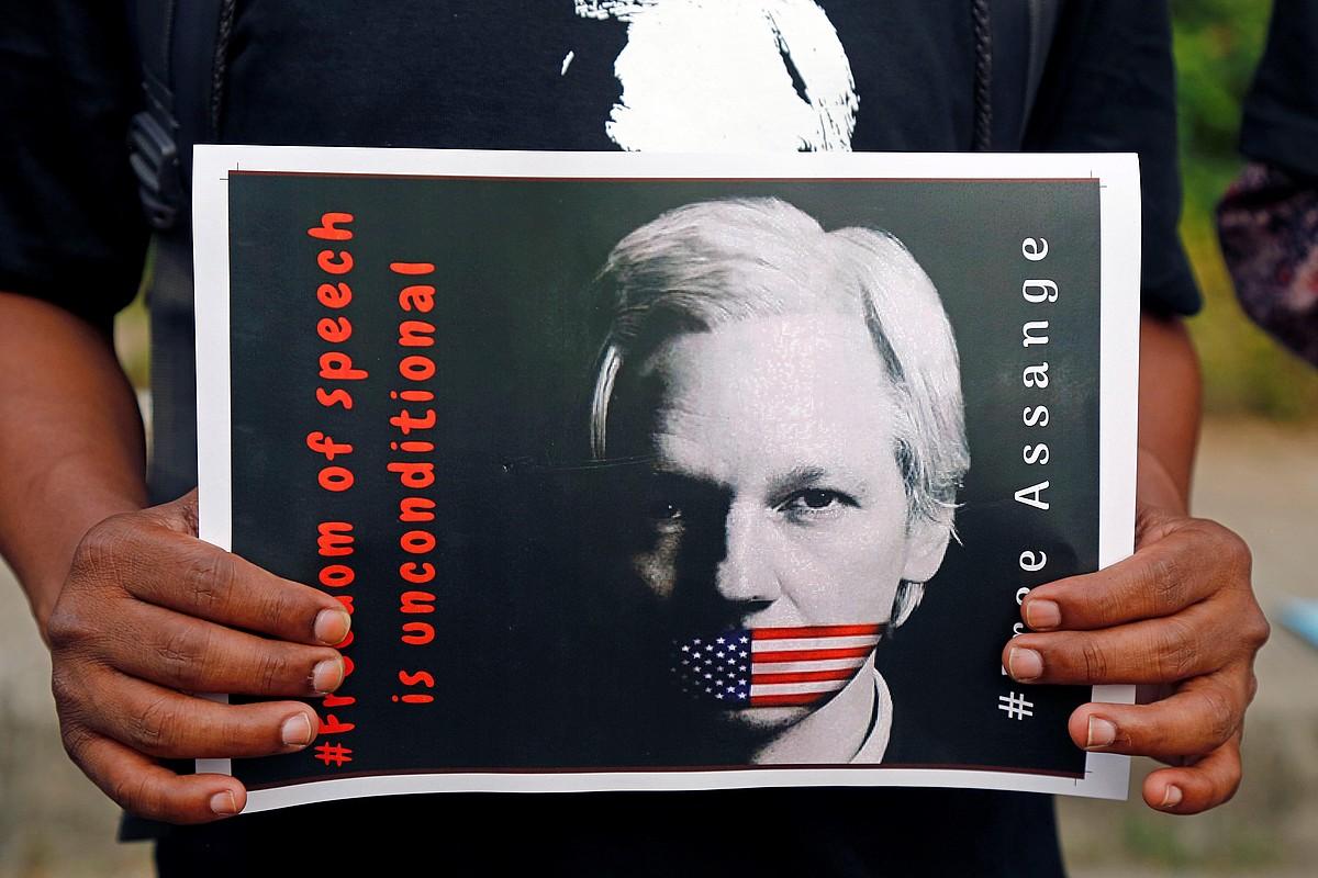 Assangek babes zabala dauka. Irudian, apirilean egindako elkarretaratze bat Dakhan, Bangladeshen.