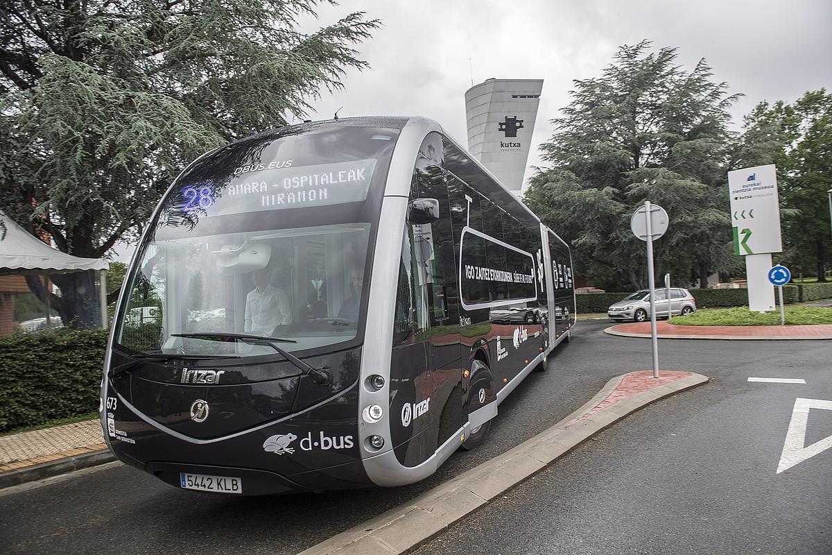 <em>Irizar ie tram</em> autobus artikulatua Donostiako kale batean. ©GORKA RUBIO / FOKU