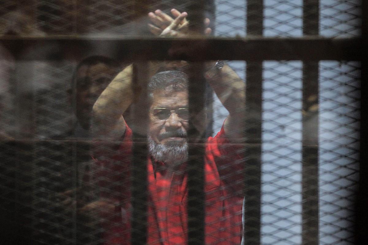 Mohammed Mursi Egiptoko presidente ohia, 2015ean, Kairoko kartzela batean zegoela. ©MOHAMED HOSSAM / EFE