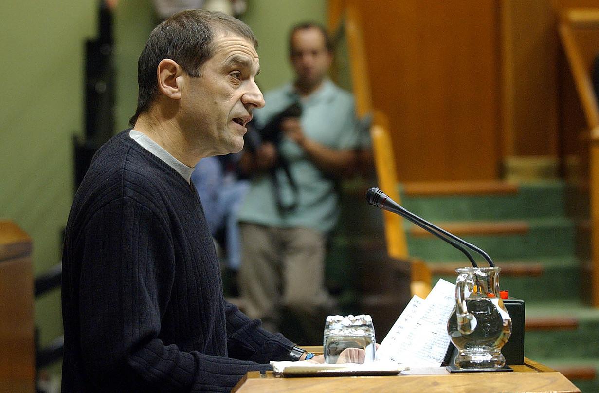 Josu Urrutikoetxea, 2002an, Eusko Legebiltzarrean. ©RAUL BOGAJO / FOKU