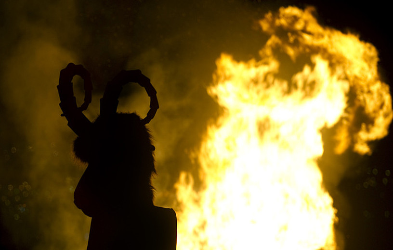 Bilboko konpartsek San Joan bezperan antolatzen duten ikuskizuna, Etxebarria parkean, artxiboko irudi batean. ©MARISOL RAMIREZ / FOKU