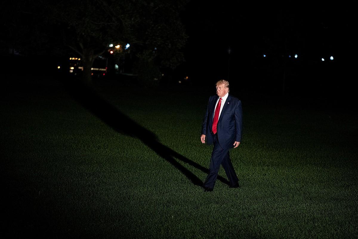 Donald Trump AEBetako presidentea, Etxe Zurira bidean, ostiral gauean. ©ALEX EDELMAN / EFE