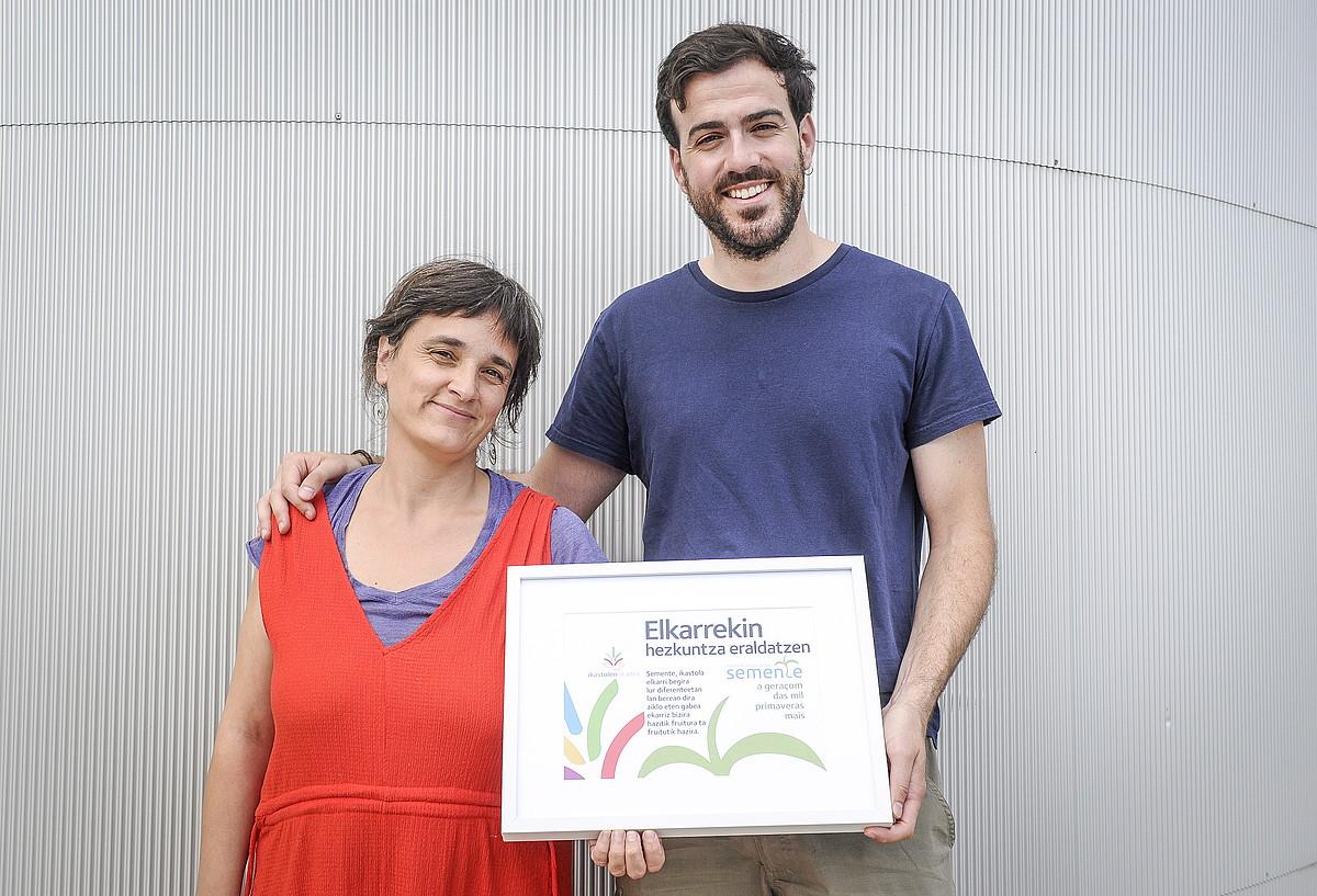 Santiago Quiroga eta Marta Santos Galiziako Semente eskoletako ordezkariak, Donostian.