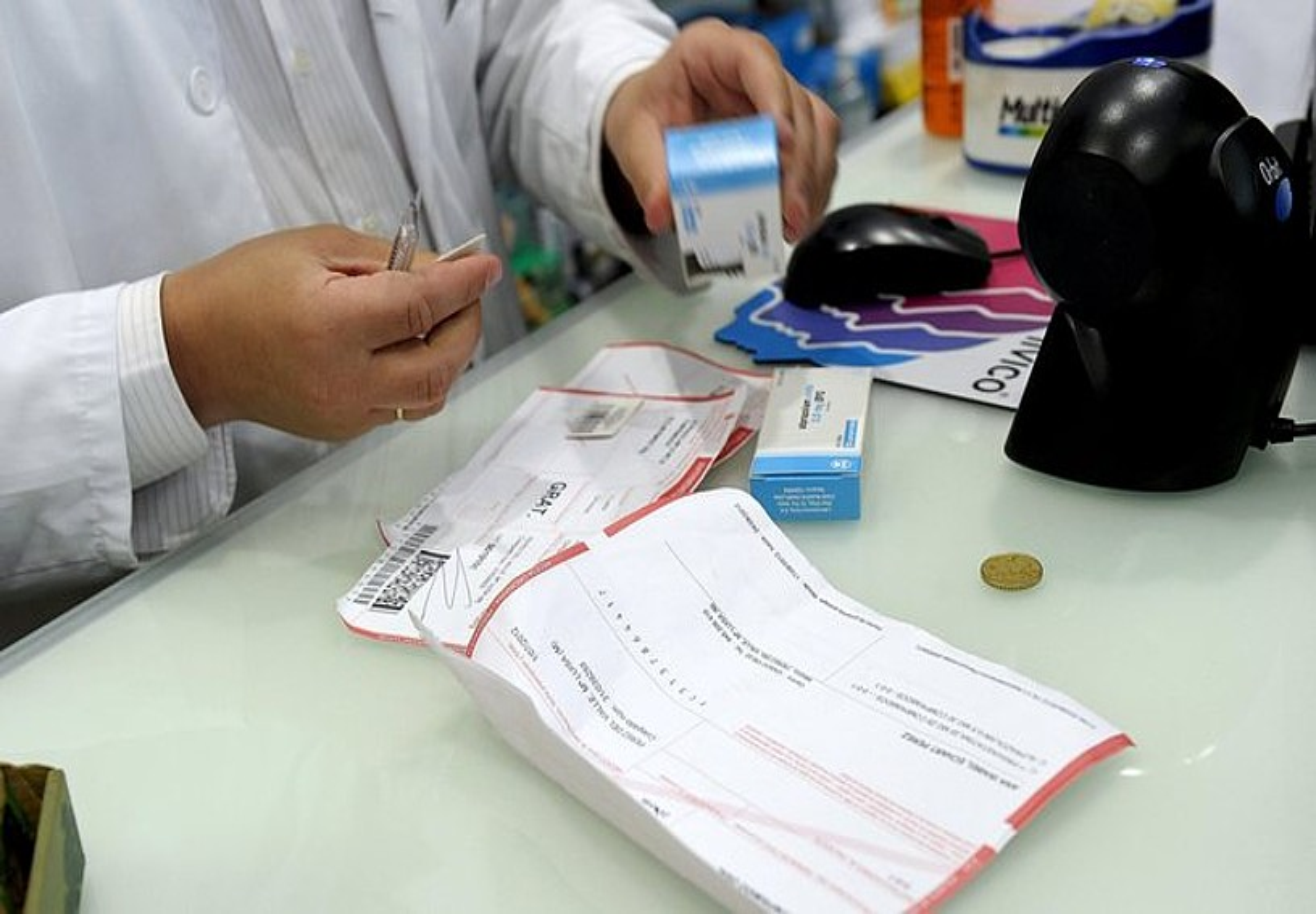Errezetak, farmazia batean. ©V. LOPEZ / EFE