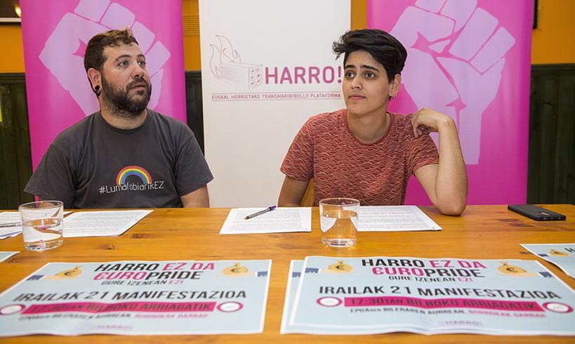 Harro Euskal Herrietako Transmaribibollo Plataformako kideak, atzo. ©MONIKA DEL VALLE / FOKU