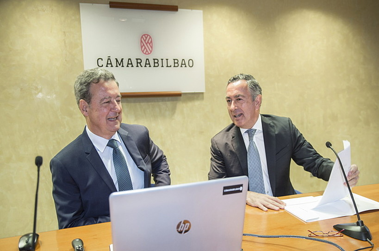 Juan Carlos Landeta eta Jose Angel Corres, atzo, Bilbon egindako agerraldian. ©MARISOL RAMIREZ / FOKU