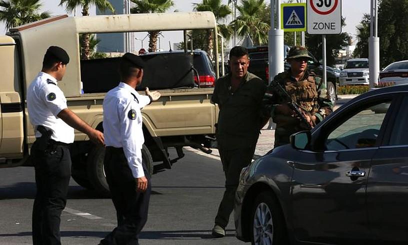Segurtasun ofizial kurduak atentatua izan zen jatetxearen ondoan, atzo, Arbilen. ©GAILAN HAJI / EFE