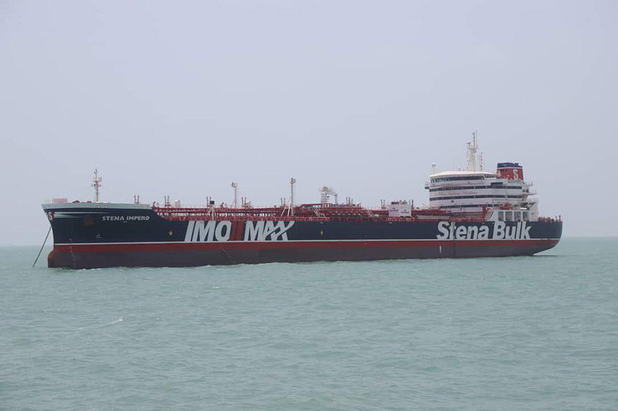 Erresuma Batuko <em>Stena Impero</em> petroliontzia, atzo, Irango Bandar Abbas portuaren parean. ©TASNIM NEWS AGENCY / EFE