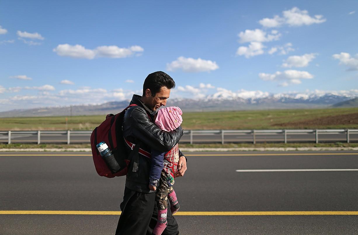 Afganistango errefuxiatu bat Agri probintzian, Turkiaren menpeko Kurdistanen, iazko irudi batean. ©ERDEM SAHIN / EFE