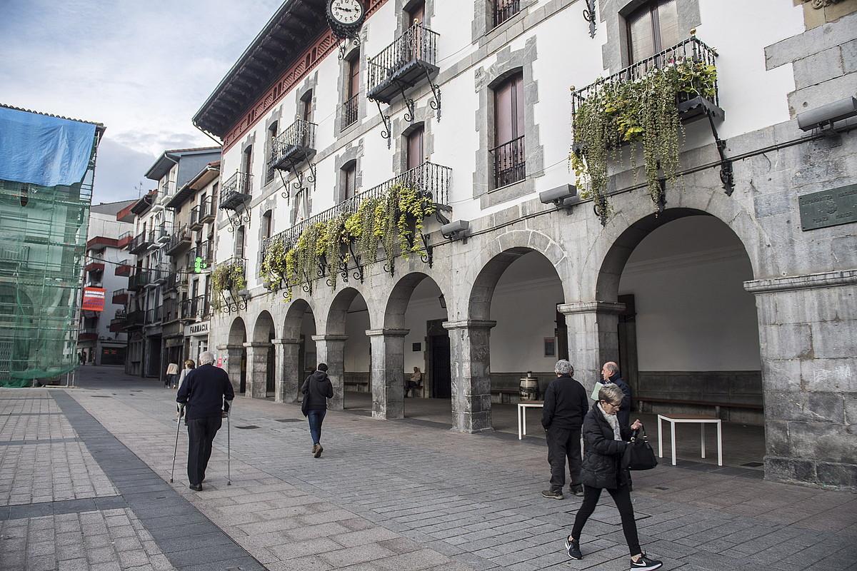 Azpeitiko plaza. Artxiboko irudi bat. ©GORKA RUBIO / FOKU
