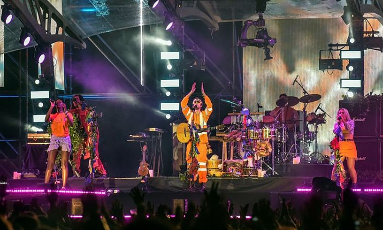 Crystal Fighters taldea, joan den urtean MTV sarien harira Barakaldon emandako kontzertuan. ©MIGUEL TOÑA / EFE