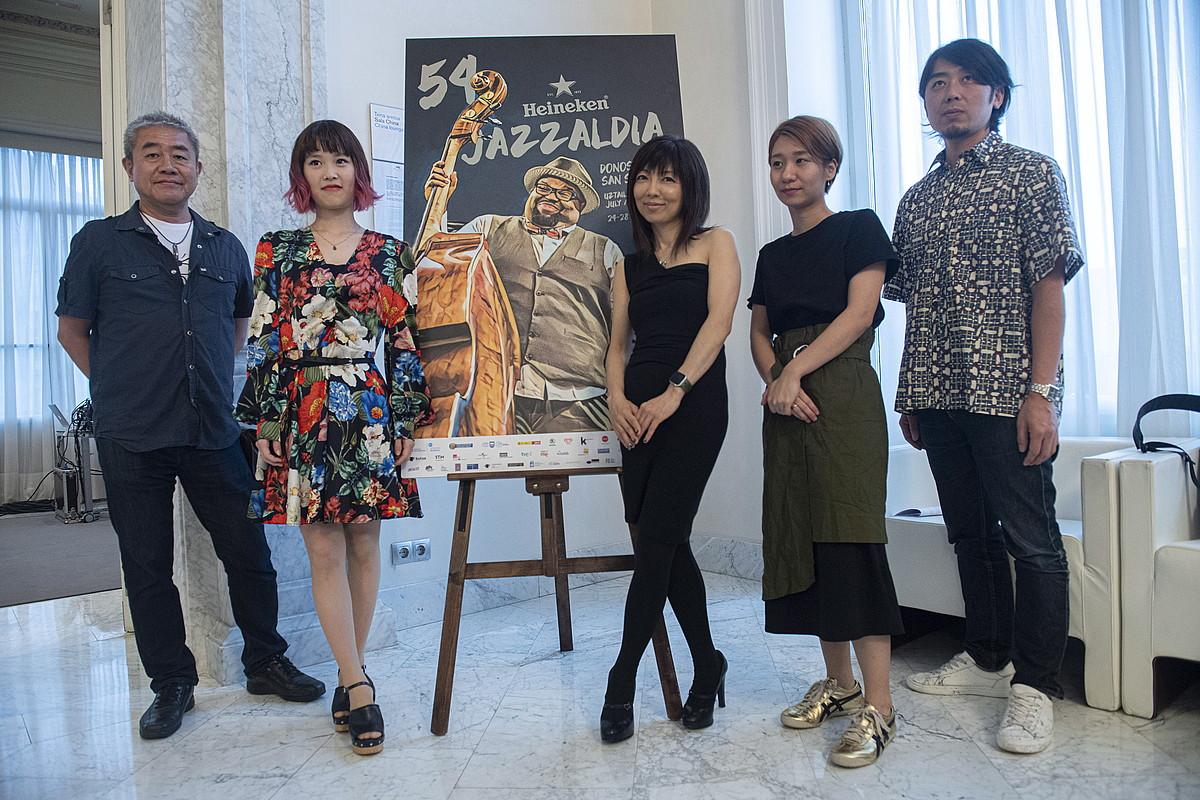 Ezkerretik eskuinera: Yuki Arimasa, Rei, Chihiro Yamanaka, Ai Kuwabara eta Ryo Ogihara. ©JON URBE / FOKU