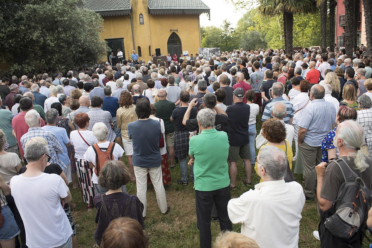 Mariano Ferrer kazetariari uztailaren 16an Donostian eginiko hileta zibila. ©JUAN CARLOS RUIZ / FOKU