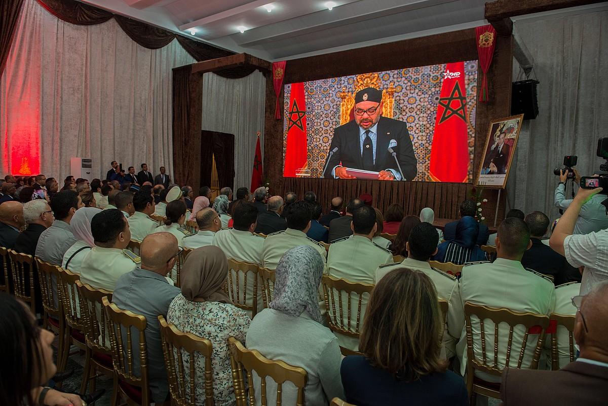 Marokoko funtzionarioek zuzenean entzun zuten Mohamed VI.aren hitzaldia, astelehenean. ©JALAL MORCHIDI / EFE
