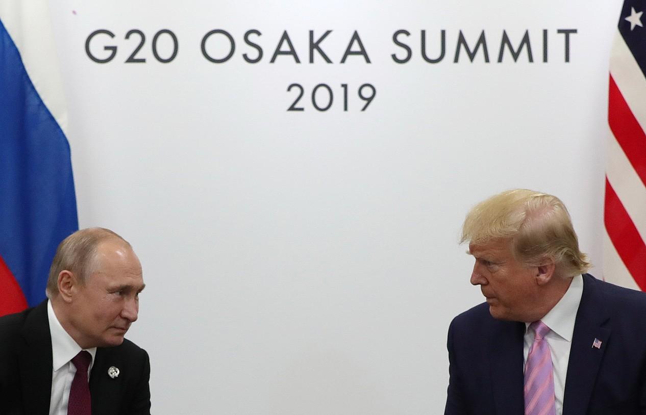 Vladimir Putin eta Donald Trump, Osakako (Japonia) G20koen goi bileran, ekainean. ©MICHAEL KLIMENTYEV / EFE