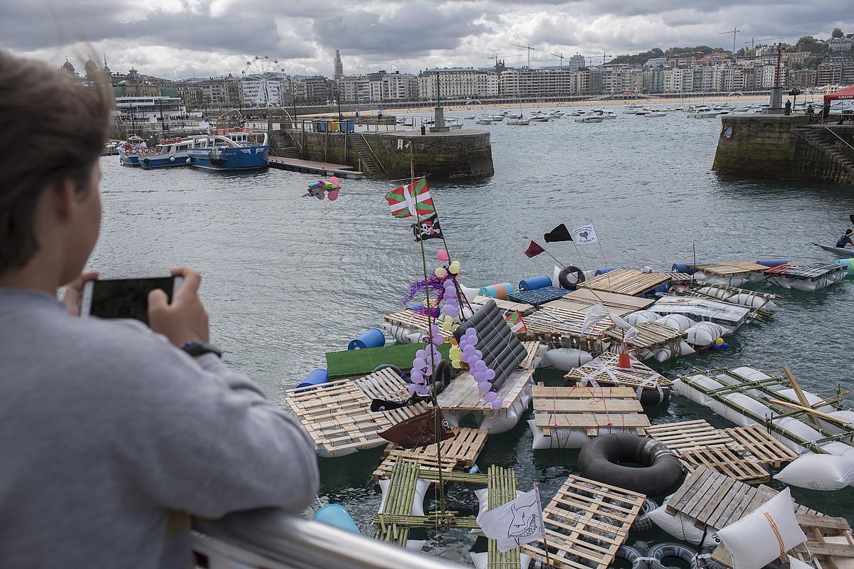 Goizean hasi dira arratsalderako ontziak portuan biltzen. ©JUAN CARLOS RUIZ / FOKU