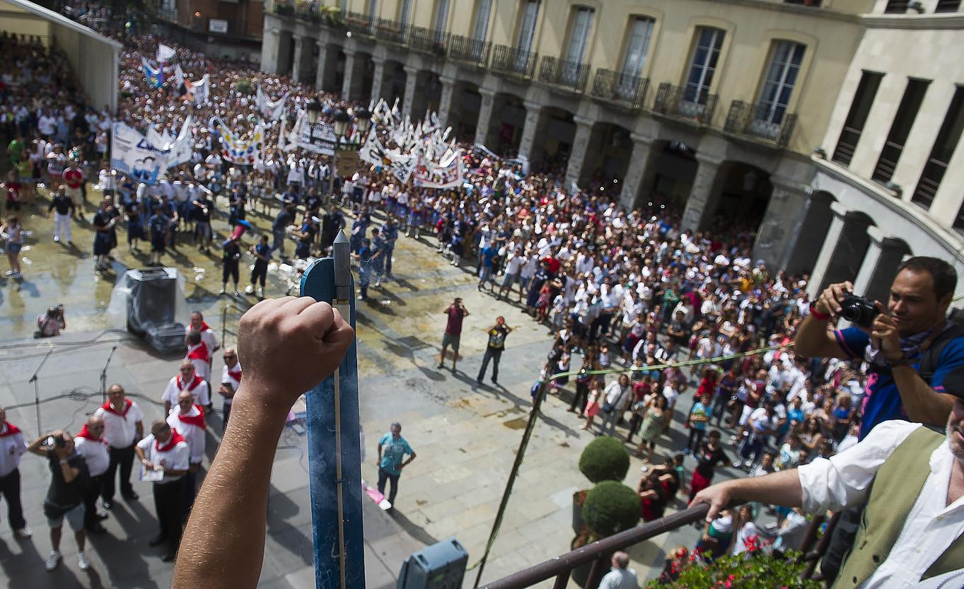 Jende ugari elkartu ohi da txupinazo egunean. ©LUIS JAUREGIALTZO / FOKU