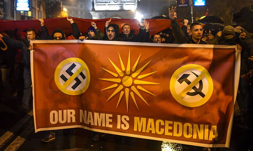Mazedoniaren izena aldatzeko egin zen akordioaren aurkako manifestariak, Skopjen, iazko azaroan.