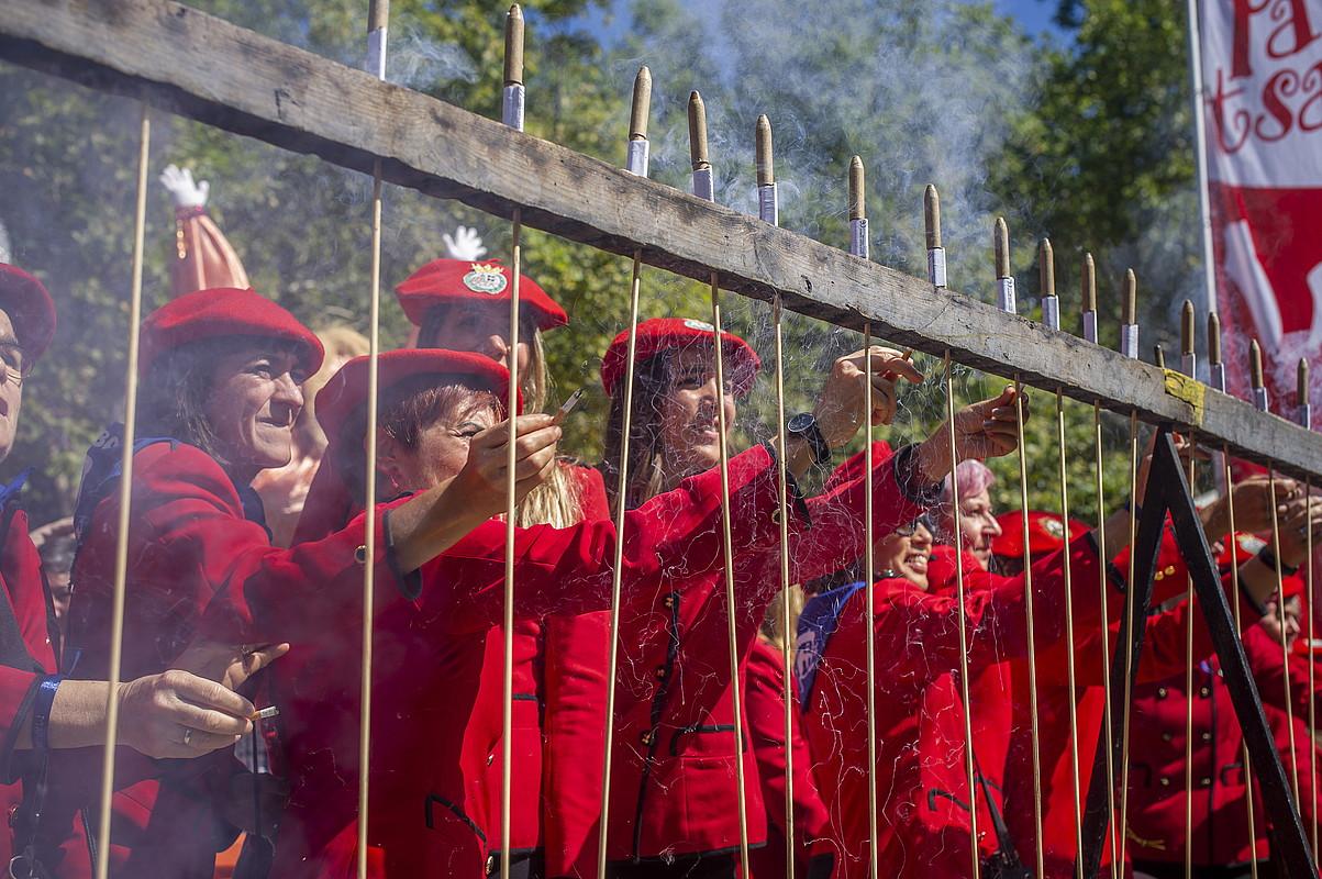 Dozenaka suziri piztu dituzte txupinera ohiek. ©JAIZKI FONTANEDA / FOKU