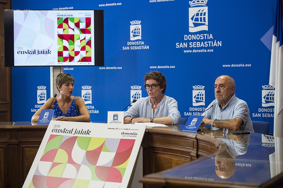 Olatz Mitxelena, Miren Nekane Arzallus eta Urko, atzo, Euskal Jaien aurkezpenean. ©ANDONI CANELLADA / FOKU