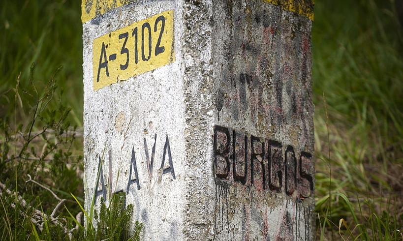 Zaldiaran mendatean, Trebiñuren eta Gasteizko kuadrillaren artean dagoen mugarria. ©JAIZKI FONTANEDA / FOKU