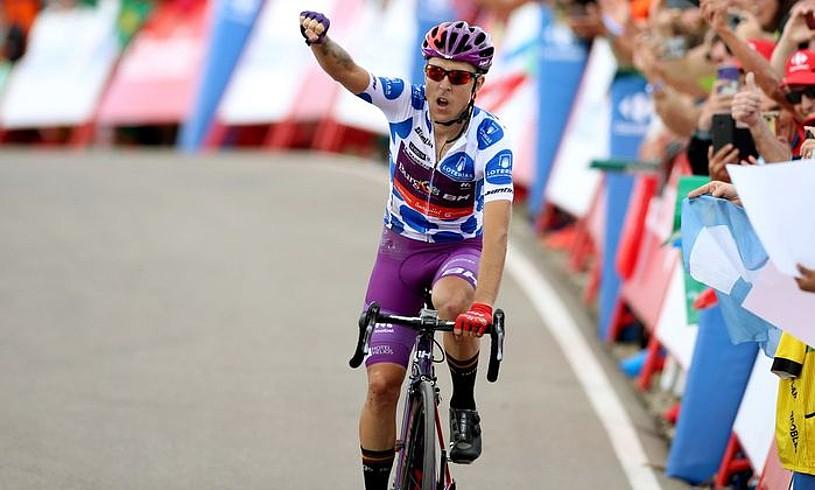 Angel Madrazo, atzo, Javalambren, Espainiako Vueltako bosgarren etapa irabazi berritan. ©JAVIER LIZON / EFE