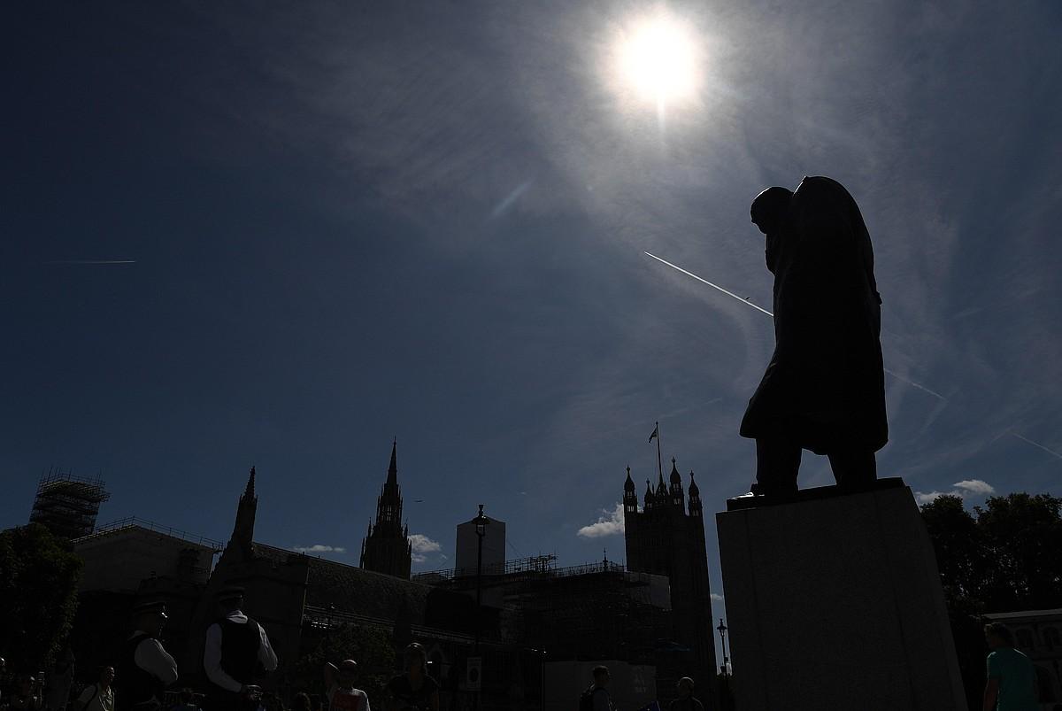 Winston Churchillen estatuak ez du diputatuen berririk izango hilabetez, irailaren 9ko astetik hasita. ©F. ARRIZABALAGA / EFE