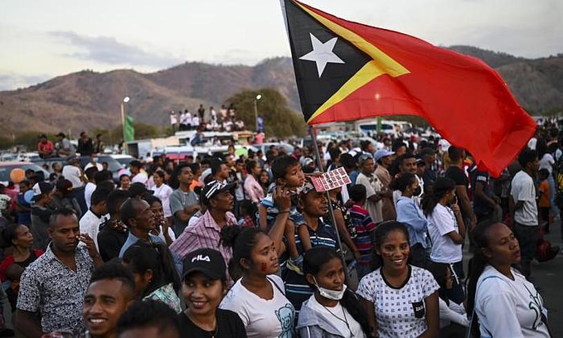 Herritarrak independentzia ospatzen, atzo, Dili hiriburuan.