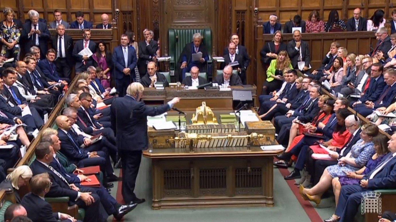 Boris Johnson Erresuma Batuko lehen ministroa hizketan, atzo, Komunen Ganberan, udako oporren ondorengo aurreneko saioan. ©EFE