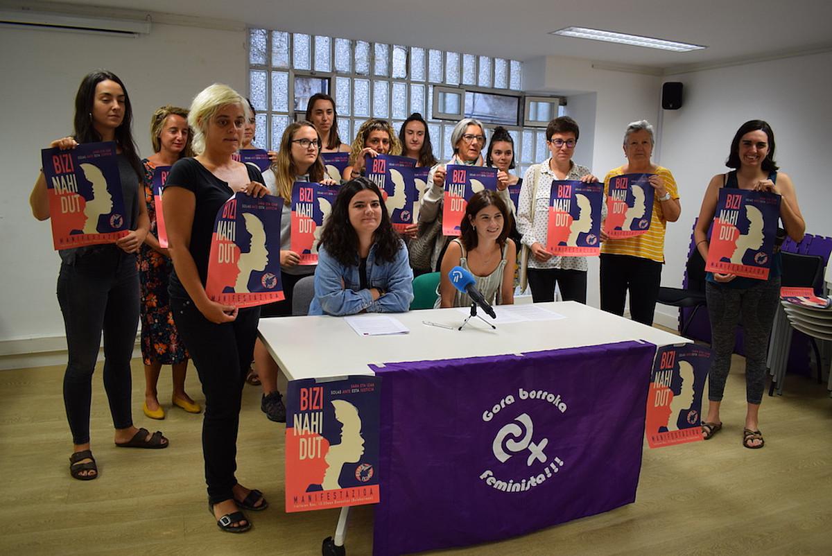 Donostiako mugimendu feministako kideak, atzo. ©IRUTXULOKO HITZA