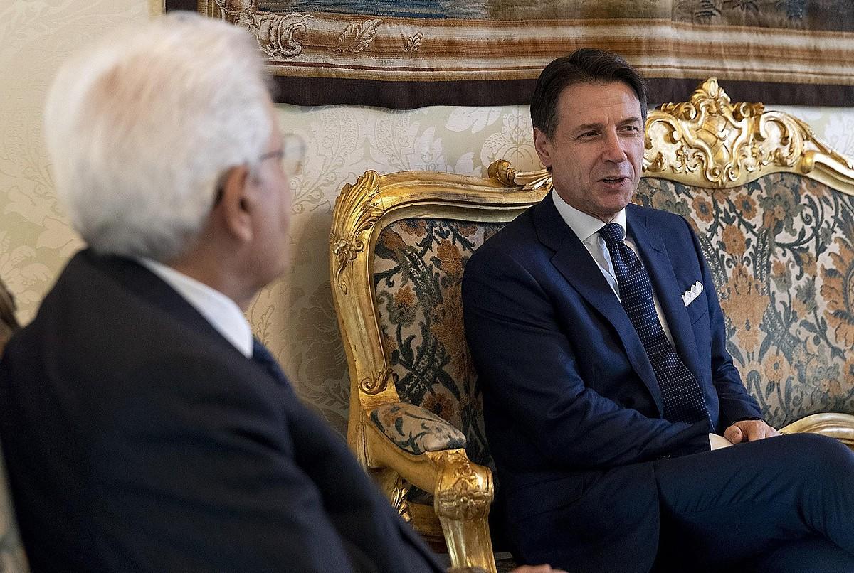 Conte lehen ministrogaia, Mattarella presidentearekin bileran, atzo, Erromako Kirinal jauregian. ©PAOLO GIANDOTTI / EFE