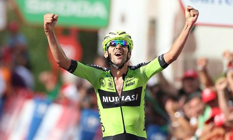 Mikel Iturria Euskadi-Murias taldeko txirrindulari urnietarra pozez gainezka, atzo, Urdazubiko helmugan, Espainiako Vueltako 11. etapan. ©JAVIER LIZON / EFE
