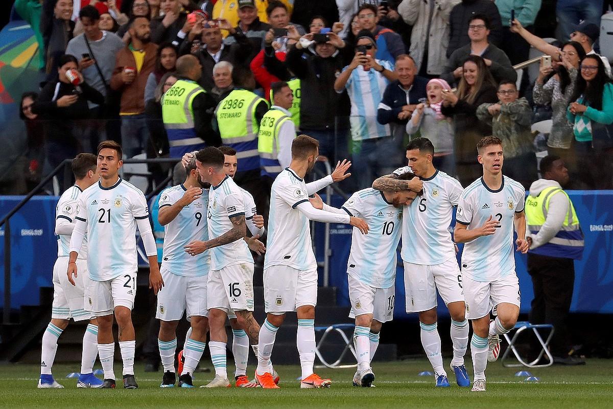 Argentinako jokalariak gol bat ospatzen, pasa den Amerikako Kopan. ©PAULO WHITAKER / EFE