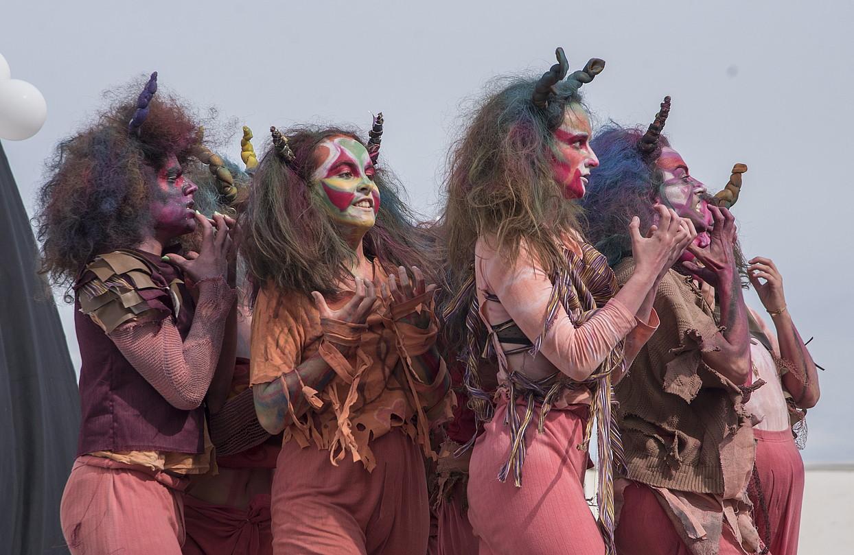 Alproja antzerki taldea. Galtzagorriak izan ziren taularatzen lehenak, <em>Nitanic</em> antzezlanean. ©ANDONI CANELLADA / @FOKU