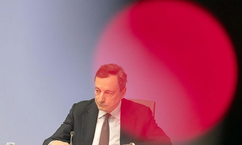 Uztailean euroguneko ekonomiaren panoramarekin kezkatuta agertu zen Mario Dragh. ©RONALD WITTEK / EFE