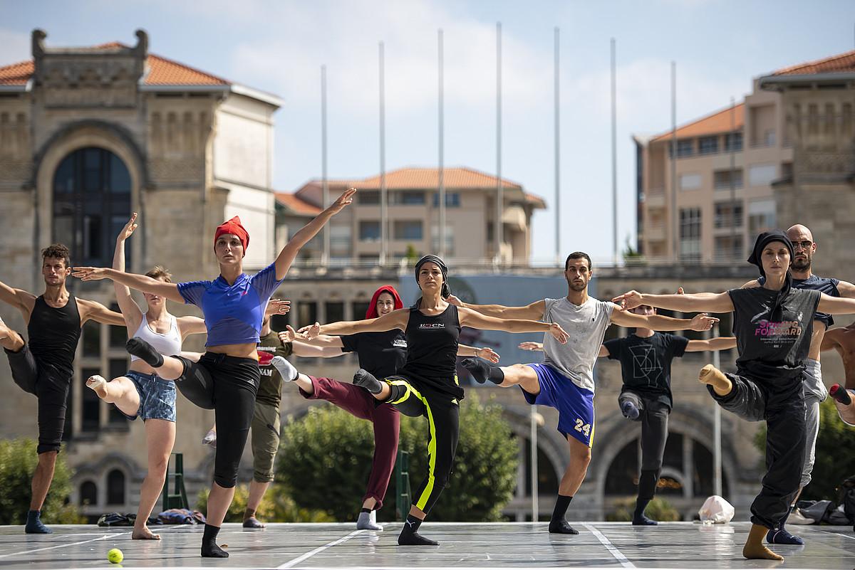 Angers zentroko dantzarien errepika publikoa, atzo, Miarritzen. ©G. FAUVEAU