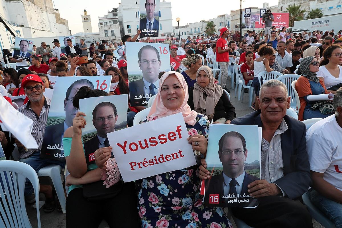 Chahed lehen ministroaren jarraitzaileak kanpainan, Bizertan. ©M. MESSARA / EFE