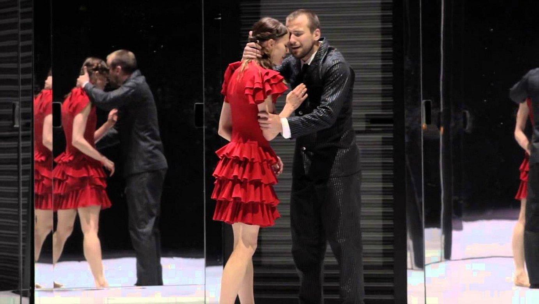<em>Carmen</em> ikuskizuna.