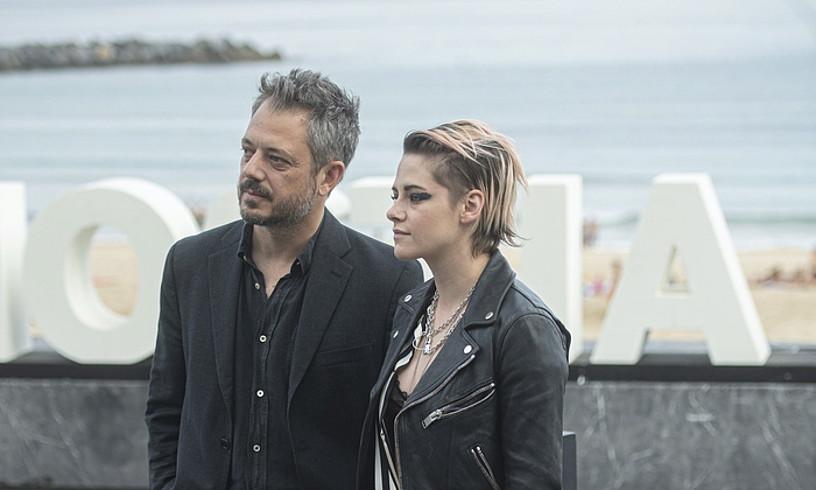 Benedict Andrews zuzendariak eta Kristen Stewart aktoreak atzo aurkeztu zuten <em>Seberg</em>, Donostian. ©JON URBE /FOKU