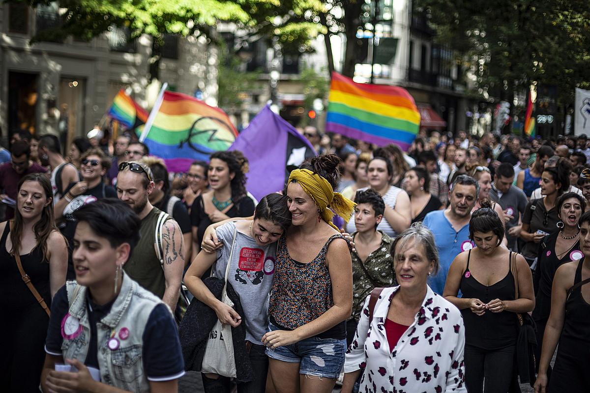 Jai giroan eta aldarrikapenen oihu artean egin zuten manifestazioa, atzo, Bilboko kaleetan. ©ARITZ LOIOLA / FOKU