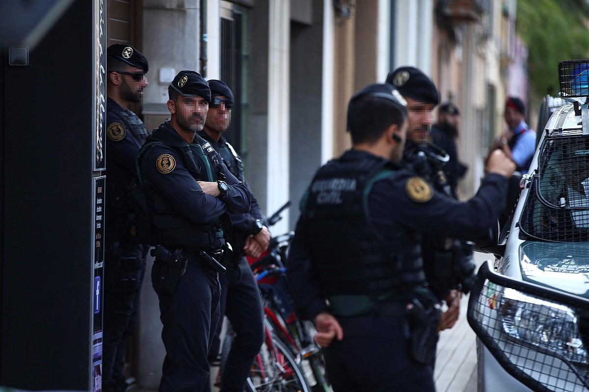 Kataluniako hainbat herritan egin zituen atxiloketak Guardia Zibilak Auzitegi Nazionalaren aginduz. ©ENRIC FONCUBERTA / EFE