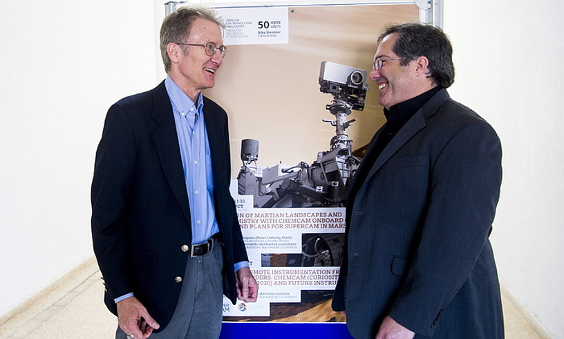 Roger Wiens Los Alamoseko Laborategi Nazionaleko ikerketa zuzendaria eta Samuel Clegg ikertzailea, Leioan. ©LUIS JAUREGIALTZO / FOKU