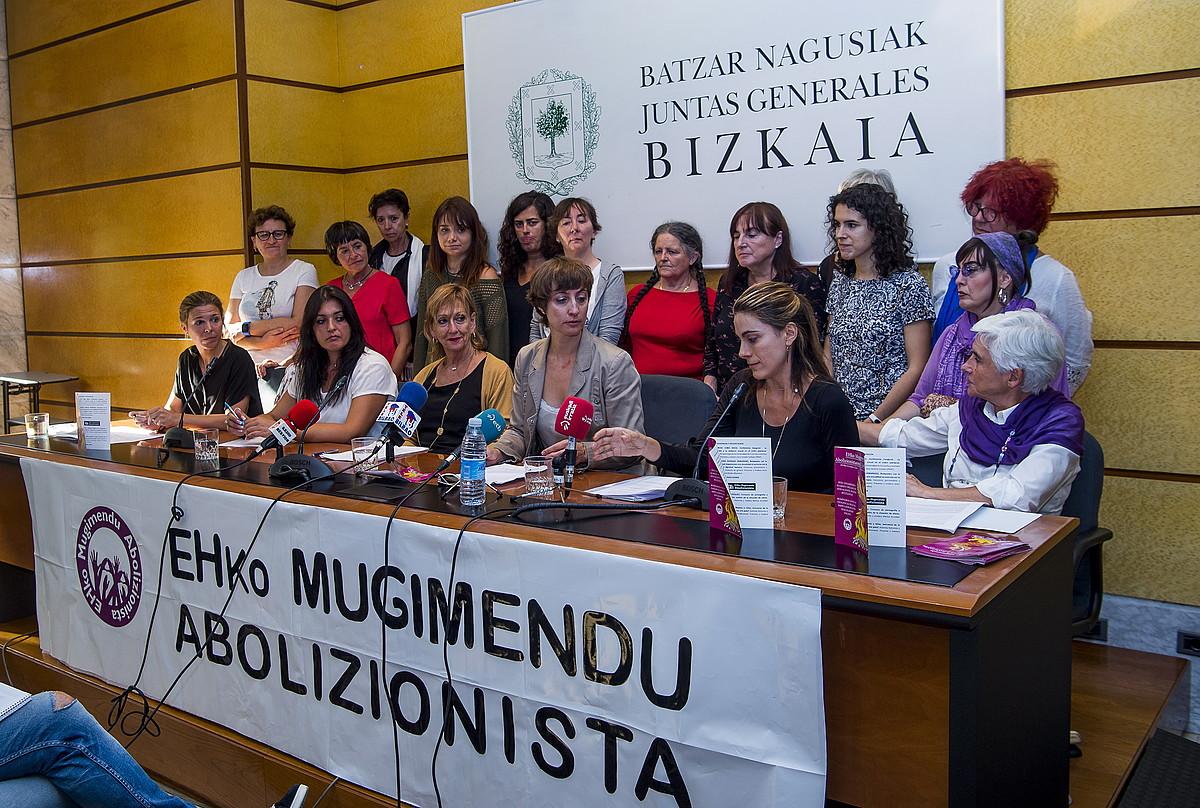Euskal Herriko Mugimendu Abolizionistaren aurkezpena, atzo, Bilbon. ©LUIS JAUREGIALTZKO / FOKU