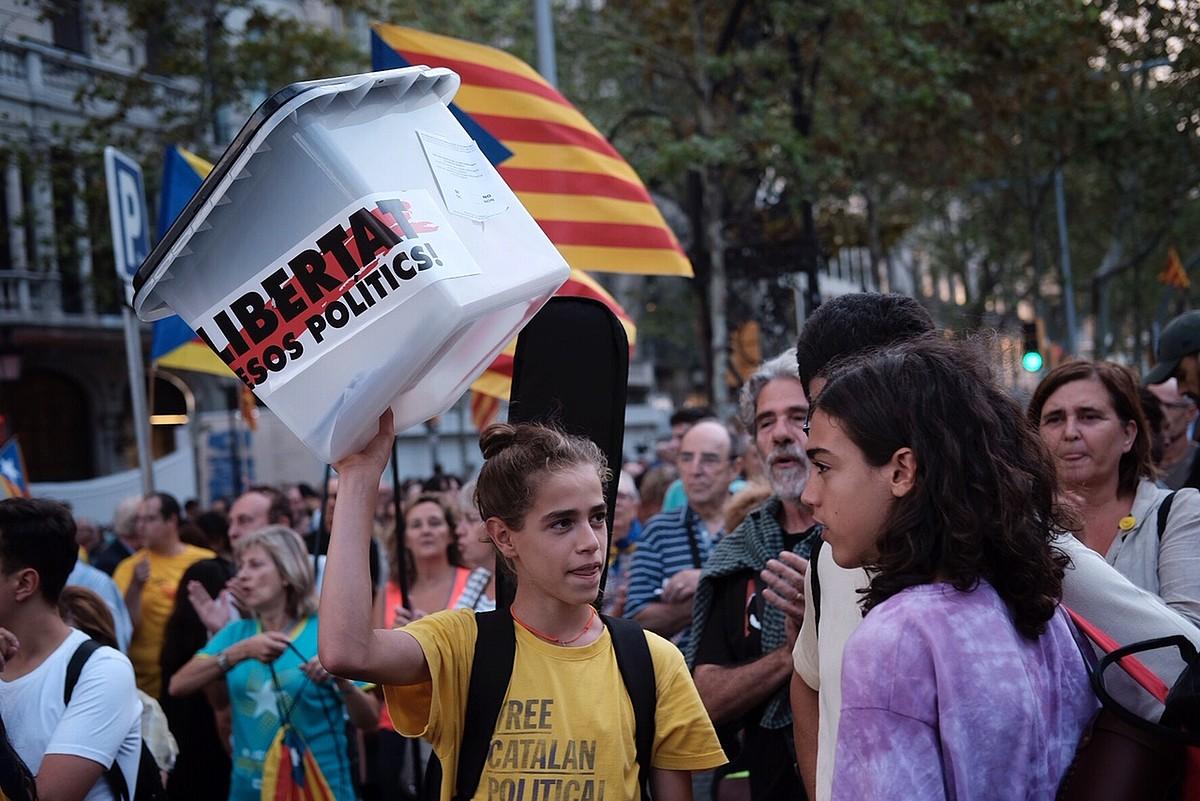 Bartzelonan egin zuten, atzo, independentzia erreferendumaren urteurreneko manifestazio nagusia. ©ORIOL CLAVERA