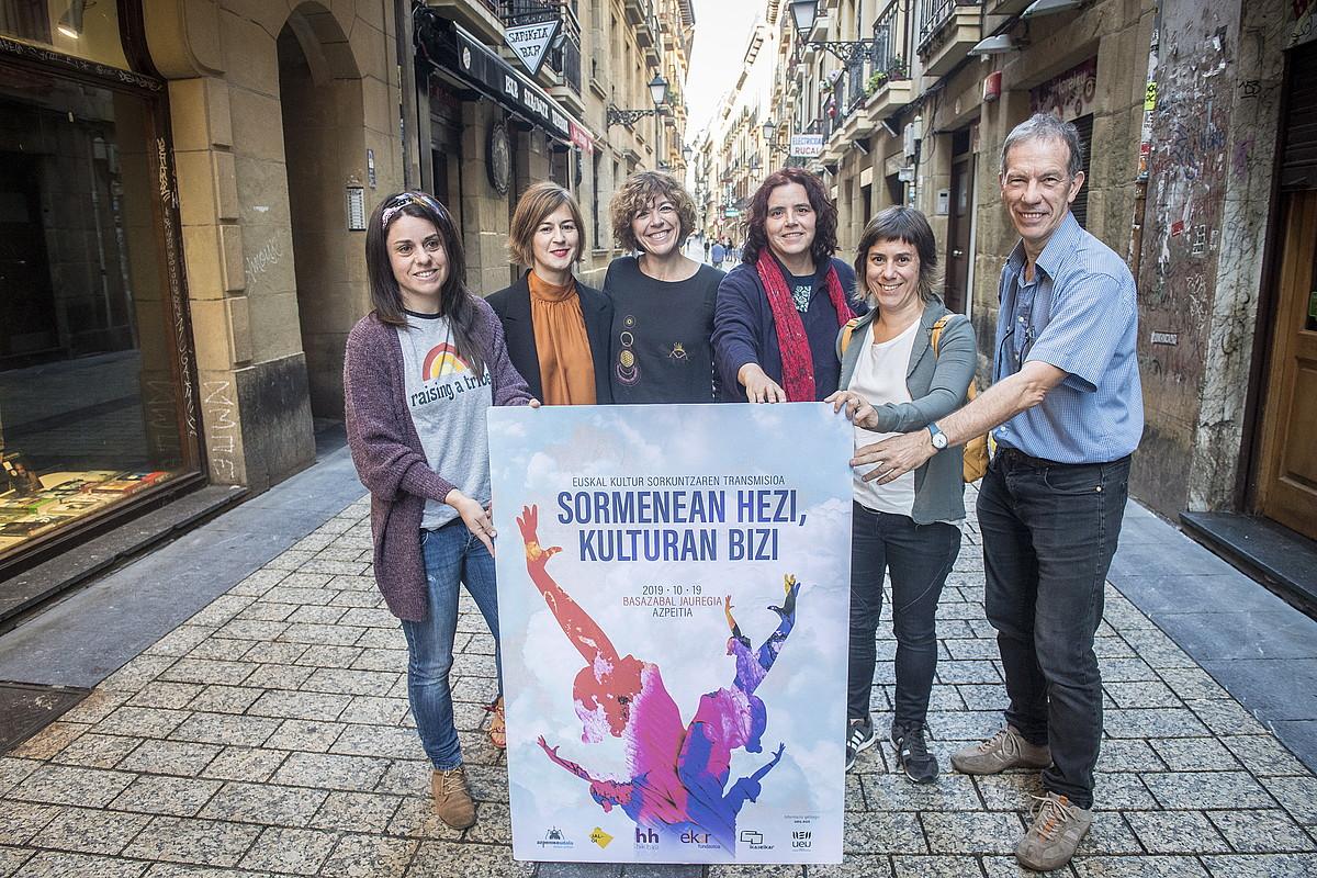 Euskal kultur sorkuntzaren transmisiori buruzko jardunaldiaren aurkezpena, atzo, Donostian.
