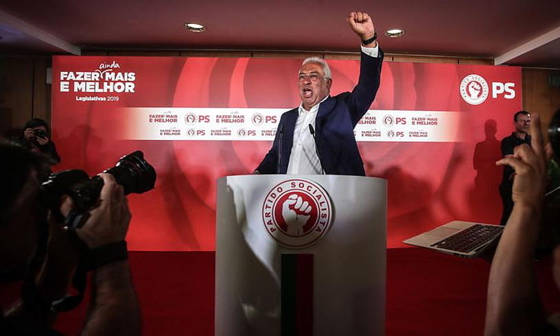 Antonio Costa Portugalgo jarduneko lehen ministroa, herenegun gauean, PSren garaipena ospatzen.